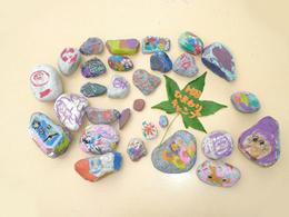 川原の石でアート