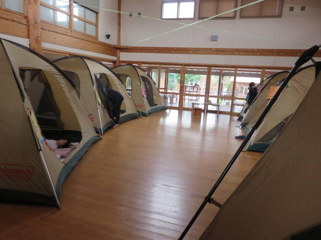 キャンプごっこ